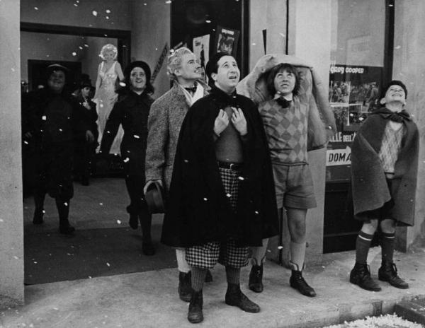 Non tutti sanno che enne scoperto da Federico Fellini che durante un provino rimase così colpito dall'aspirante attore che nel 1969 lo fece esordire nel cinema con una piccola parte in Satyricon. Il regista lo volle in seguito ne I clowns (1971), Roma (1972) - dove interpreta un ballerino di tip tap d'avanspettacolo - e in Amarcord (1973).In foto: una scena di Amarcord